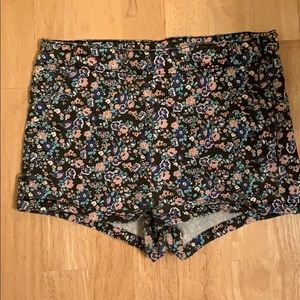 Floral shorts with pockets!